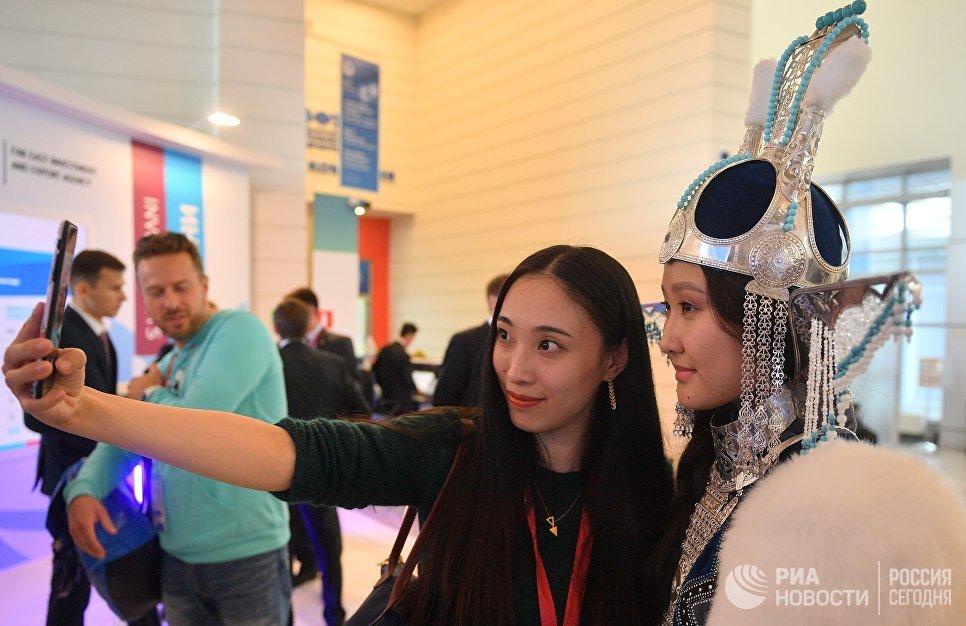 Посетители на IV Восточном экономическом форуме во Владивостоке