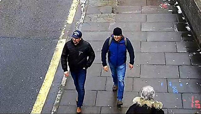 Александр Петров и Руслан Боширов на стоп-кадре записи камеры видеонаблюдения