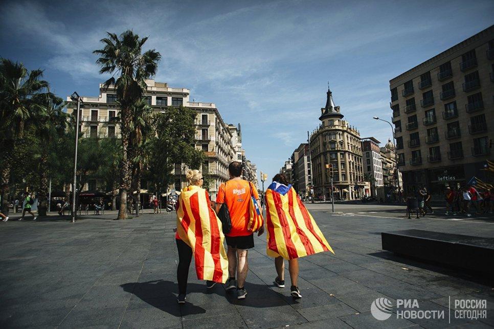 Участники акции сторонников независимости Каталонии в Барселоне