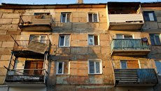 Жилой дом, пострадавший от обстрела в городе Первомайске. Архивное фото
