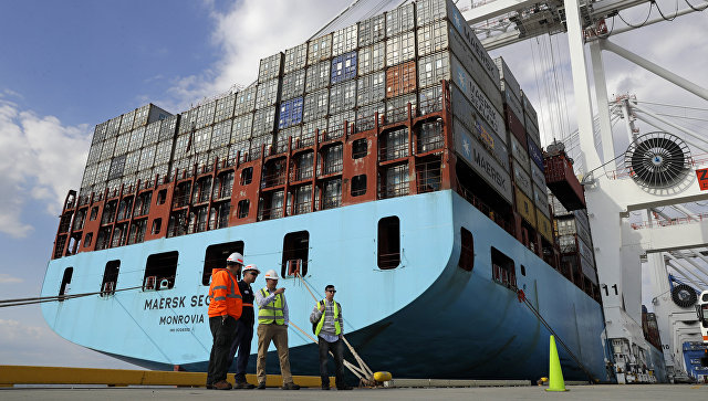 Контейнеровоз в порту Балтимора, США