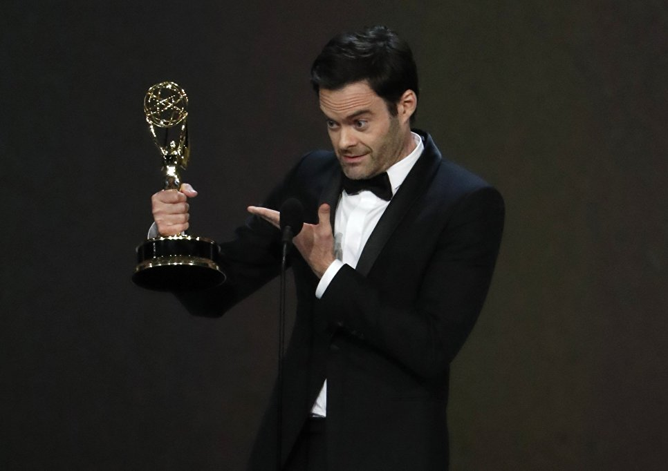 Билл Хейдер с наградой за лучшую мужскую роль в комедийном сериале Барри во время 70-й церемонии вручения награды Primetime Emmy Awards в Лос-Анджелесе