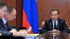 Дмитрий Медведев проводит совещание по вопросам развития нефтедобывающей отрасли страны и вопросам стимулирования добычи нефти. 18 сентября 2018