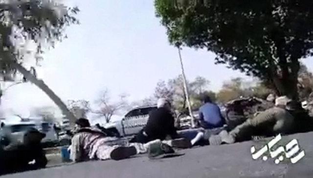 Теракт на военном параде в Иране: звуки стрельбы и паника