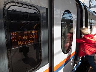 Пассажирка на платформе Московского вокзала в Санкт-Петербурге. Архивное фото