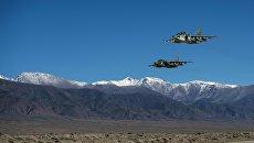 Штурмовики Су-25 ВКС РФ во время совместных учений объединенной группировки Вооруженных сил Киргизии, Центрального военного округа Вооруженных сил РФ и российской авиационной группировки. Архивное фото