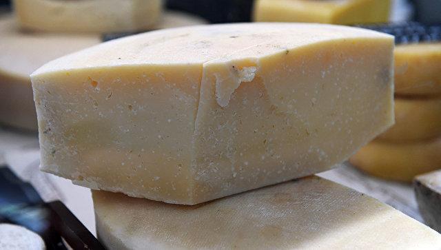 В Роспотребнадзоре объяснили рост производства сырного продукта в России