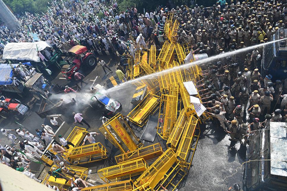 Столкновение митингующих с полицией в Нью-Дели, Индия