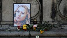 Портет журналистки Виктории Мариновой на импровизированном мемориале в городе Русе, Болгария