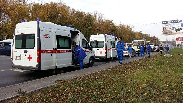Автомобили скорой помощи на месте столкновения двух автобусов в центре Уфы