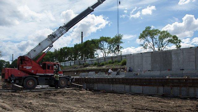 Ведутся работы по укреплению берегов реки Зея в месте прошлогоднего наводнения