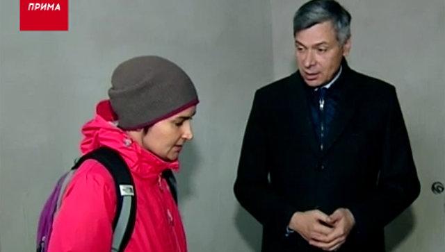 Замминистра строительства Красноярского края Евгений Ганчуков во время встречи с обманутыми дольщиками