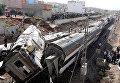 На месте крушения поезда в Сиди Букнадель, Марокко