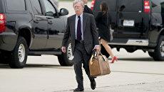 Советник по национальной безопасности США Джон Болтон на авиабазе Andrews