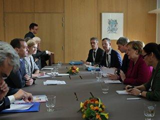 Председатель правительства РФ Дмитрий Медведев и канцлер Германии Ангела Меркель во время встречи в рамках саммита АСЕМ в Брюсселе. 19 октября 2018