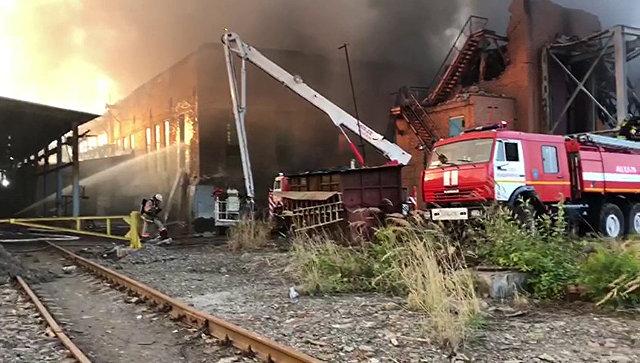 Угрозы взрыва при пожаре на заводе во Владикавказе нет, заявили власти
