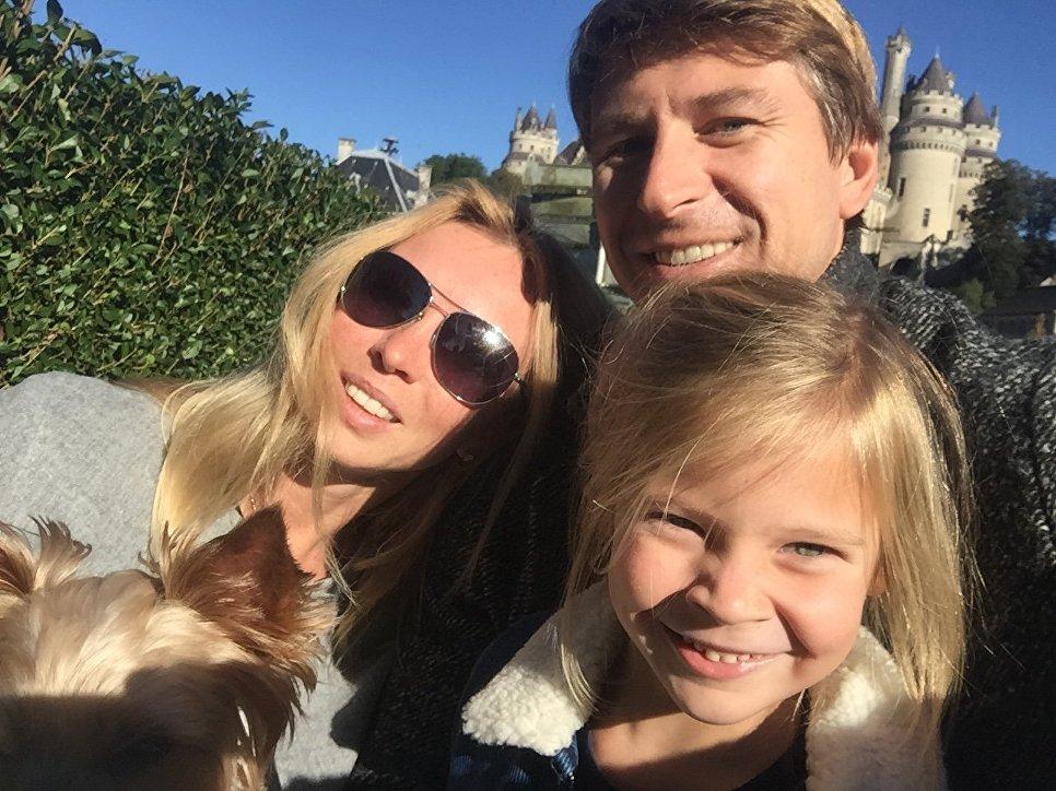 Пьерфон. С супругой Татьяной Тотьмяниной и дочерью Лизой.