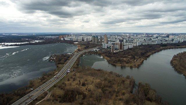 В районе Строгино в Москве спасли двоих детей, которые оказались на плоту