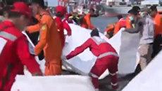 Крушение Boeing 737 в Индонезии: эмоции родственников и осмотр обломков
