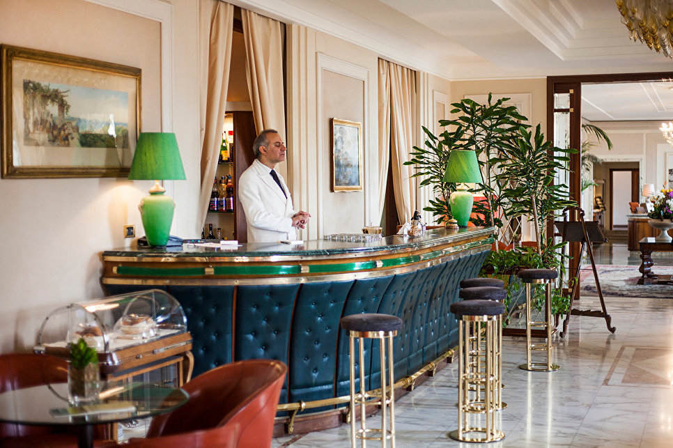 Общественное пространство в отеле Grand Hotel Vesuvio, Неаполь