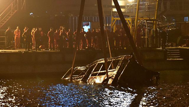 В КНР  автобус рухнул вреку Янцзы из-за потасовки  водителя спассажиркой