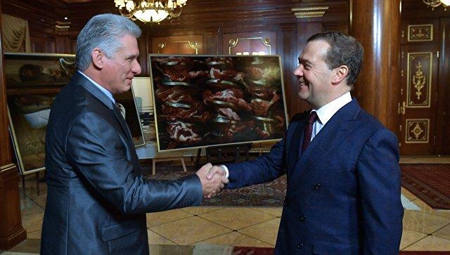 Председатель правительства РФ Дмитрий Медведев и председатель Госсовета Кубы Мигель Диас-Канель Бермудес во время встречи. 3 ноября 2018