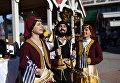 Артисты в национальных костюмах на праздновании Дня народного единства в Симферополе.