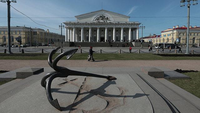 Здание Биржи на Биржевой площади в Санкт-Петербурге. Архивное фото.