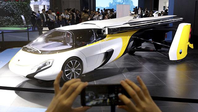 Летающий автомобиль Aeromobil на Первой китайской международной импортной выставке в Шанхае. 5 ноября 2018 года