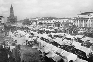 Москва. Воскресная торговля на Сухаревской площади. 1890 год.