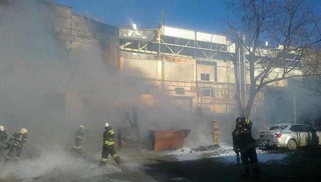 """Площадь пожара на заводе в Рязани увеличилась до 1,5 тысячи """"квадратов"""""""