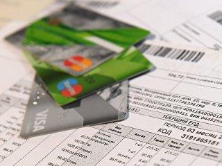 Банковские карты и единый платежный документ оплаты услуг ЖКХ города Москвы. Архивное фото