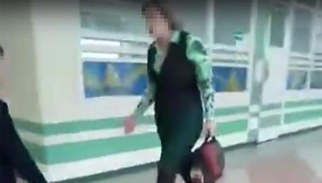 Стоп-кадр видео инцидента в школе Комсомольска-на-Амуре