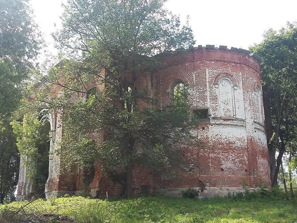 Вид на Петропавловскую и Успенскую церкви