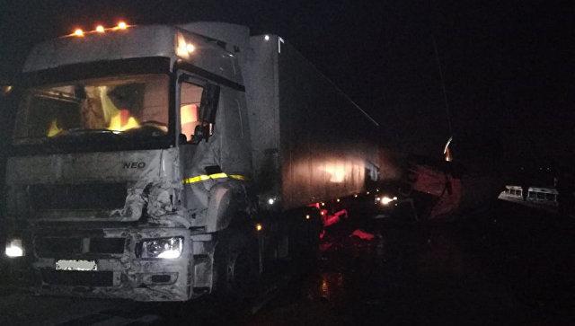 В Тульской области произошло ДТП с тремя фурами
