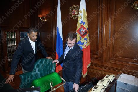 Кот и кабинет Дмитрия Медведева. Что видели супруги Обама ...: http://ria.ru/photolents/20090707/176536378.html