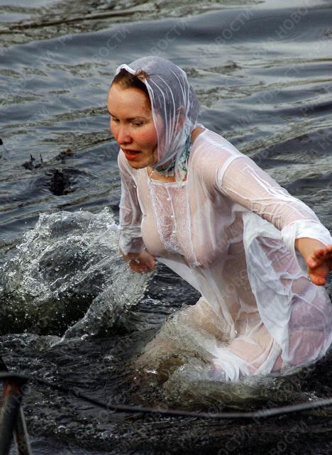 Крещение в чем купаться фото