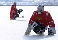 Сани вместо коньков и две клюшки: как играть в следж-хоккей