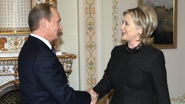 Президент России Владимир Путин и экс-госсекретарь США Хиллари Клинтон. Архивное фото
