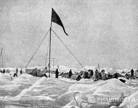Лагерь экспедиции О.Шмидта на льдах Арктики
