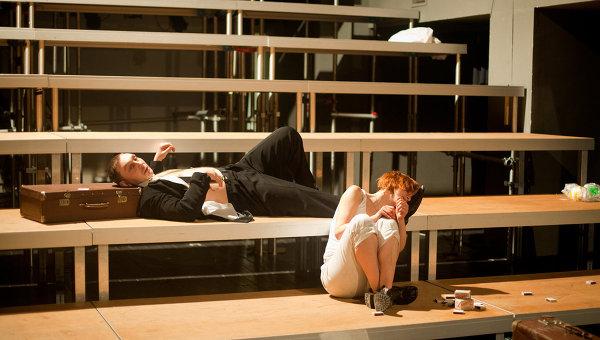 Сцена из спектакля Ближний город