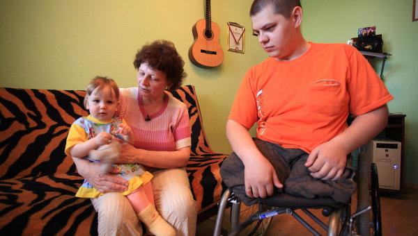 Андрей Сычев дома с мамой Галиной Павловной и племянницей Полиной.