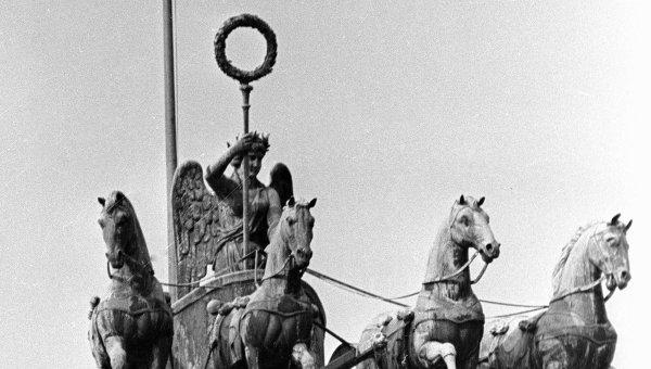 Скульптура на Бранденбургских воротах. Архив