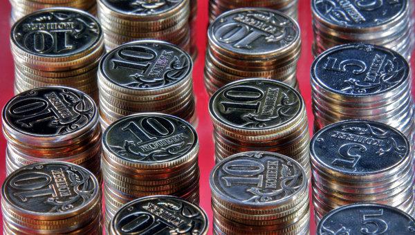 Российские монеты достоинством пять и дестять копеек. Архив