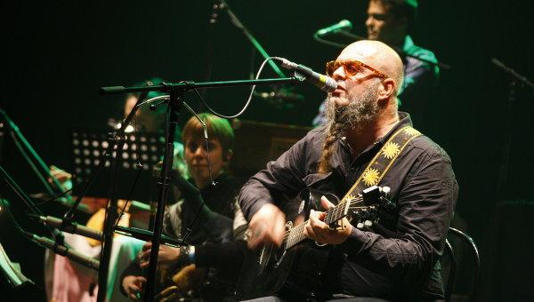 Борис Гребенщиков во время концерта Аквариум International. Архив