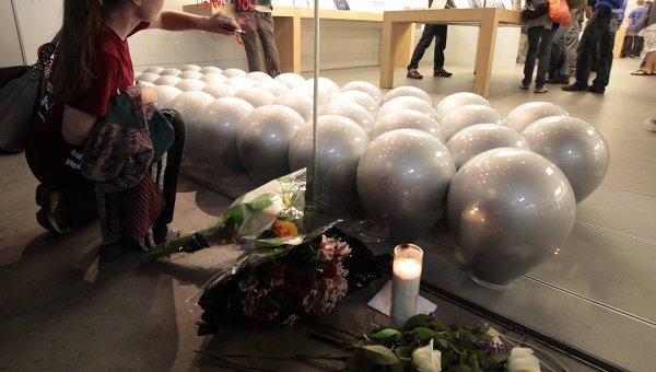Магазин Apple в Санта-Монике в день смерти Стива Джобса