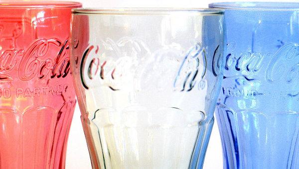 Фирменный стакан Coca-Cola. Архивное фото