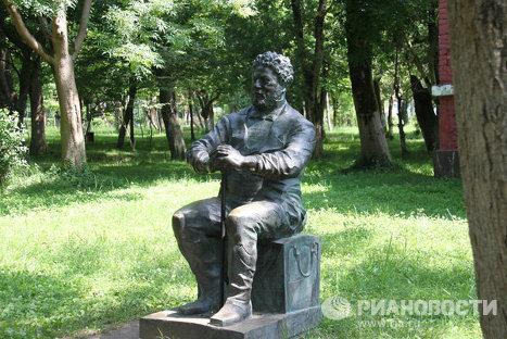 Памятник Александру Дюма в мегрельском городе Поти