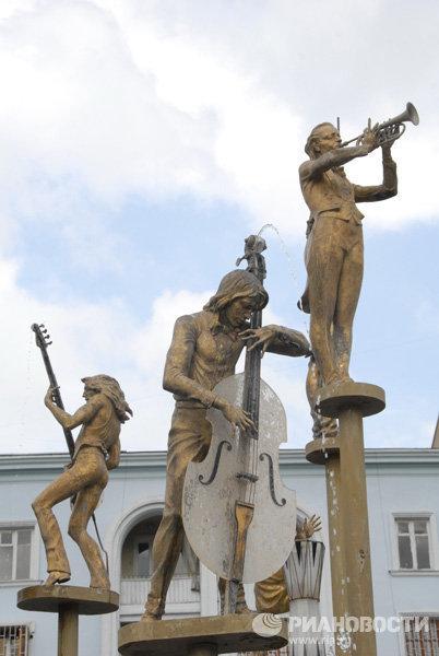 Памятник музыкантам в Грузии