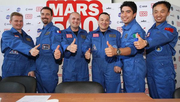 Участники эксперимента по имитации полета на Марс с 520-суточной изоляцией